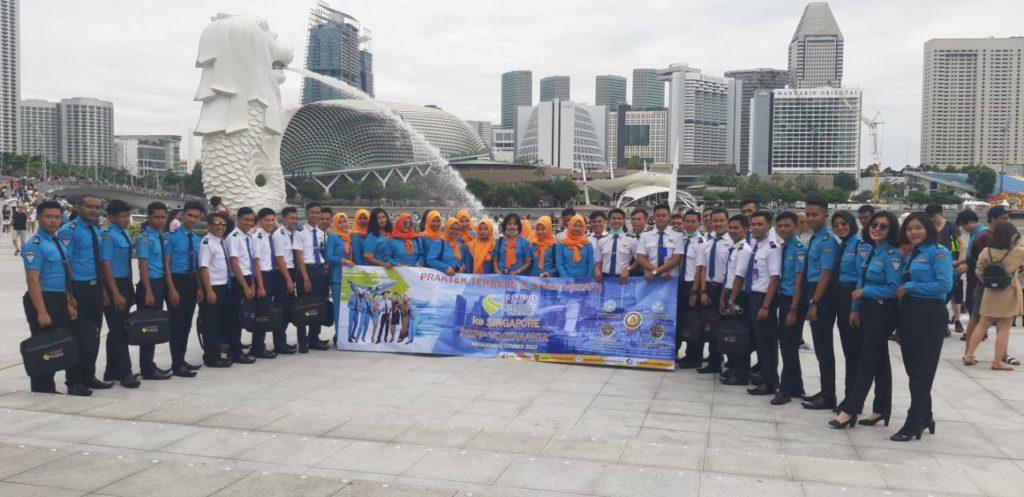 Staff Penerbangan Jogja Tour Ke Singapura